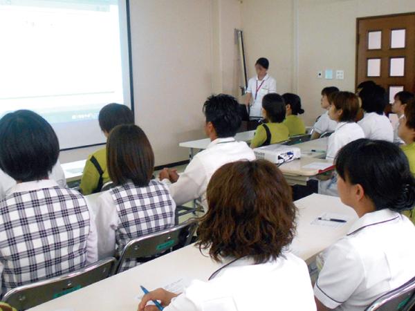 院内感染研修を実施し、予防方法について学びました。